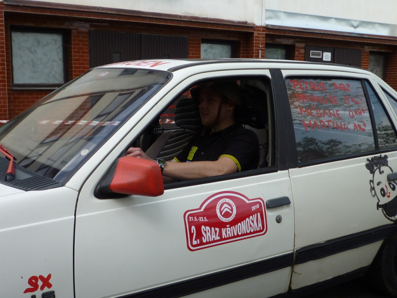 Jediný řidič s bezpečnostní přilbou